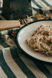 Pasta with mozzarella and pine nuts M