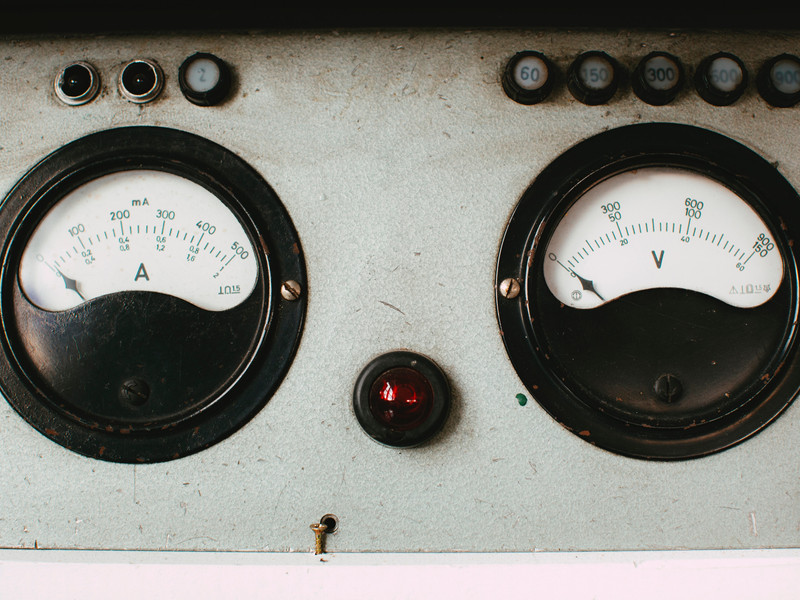 Amp and Volt Dials