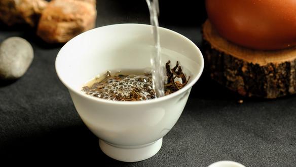 Brewing Chrysanthemum Tea