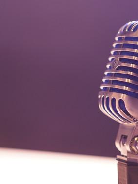 De microfoon verplaatst een liefde