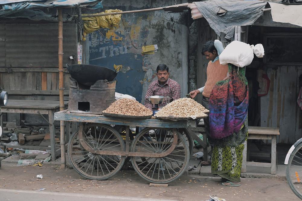 בוטנים במיין באזר בניו דלהי הודו