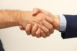 kézfogás az ügyféllel