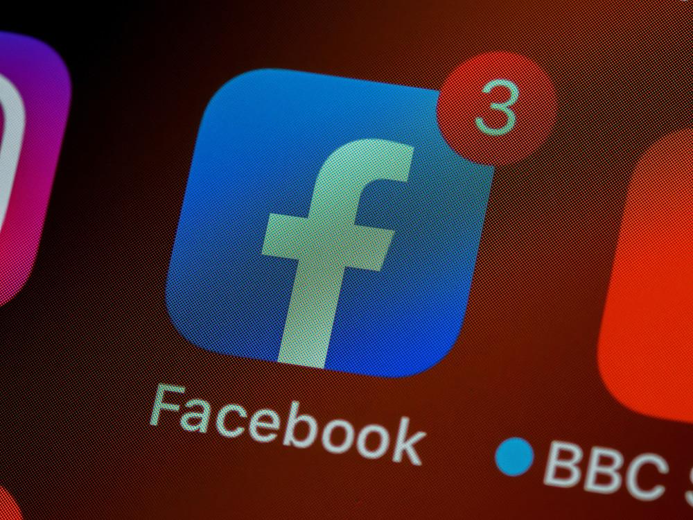 App Facebook com notificações