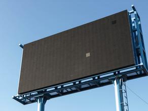 ما هي اليافطة أو لوحة الإعلانات؟