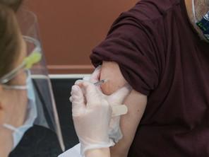 Demanda pa vacuna contra COVID-19 a conduci na un cantidad limita di vacuna pa proximo 2 siman.