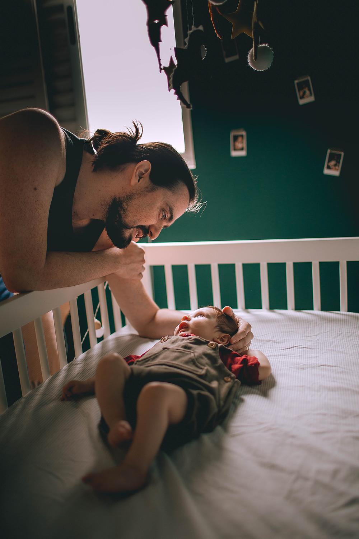 אבא מרדים תינוק נופר לוטווין יועצת שינה אונליין