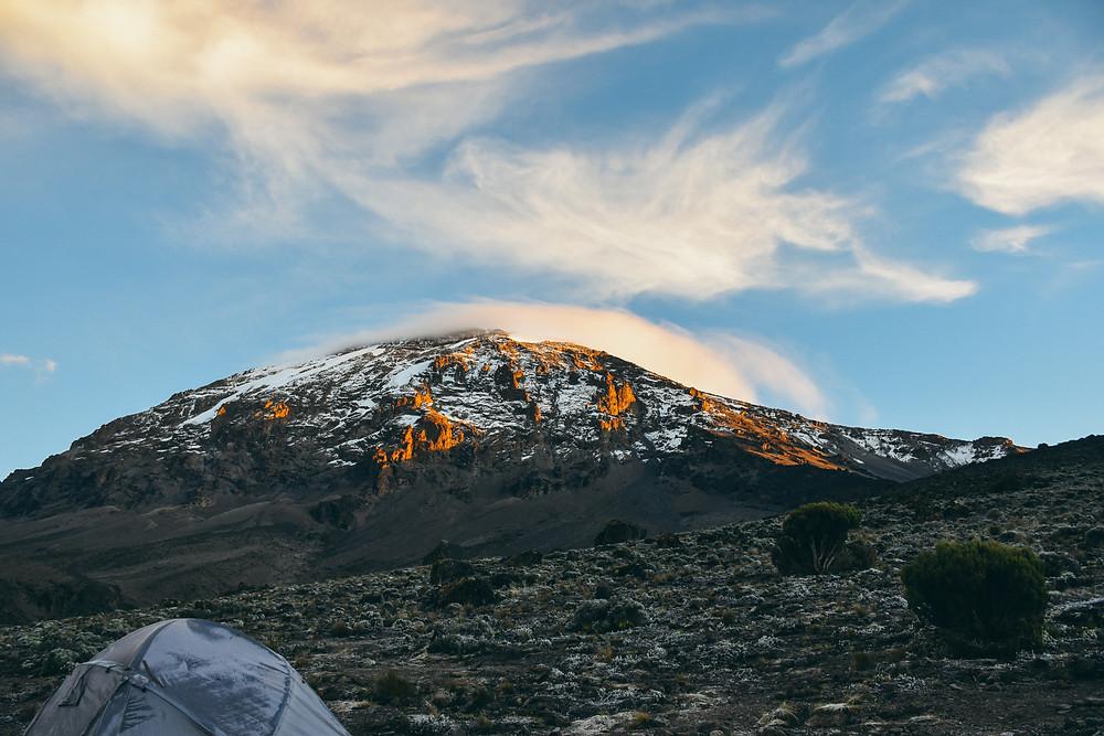 Sunrise in the Kilimanjaro with AROYÓ Safari