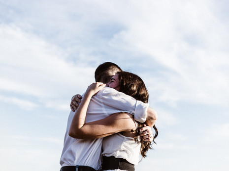 Gak Cuma Menunjukan Kasih Sayang, Ternyata Sebuah Pelukan Punya Manfaat Untuk Tubuh Lho!