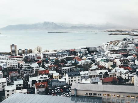 Island: Abrupter Anstieg Neuinfektionen obwohl 8 von 10 Isländer geimpft sind.
